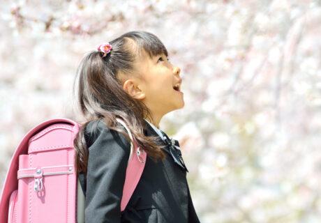 新一年生の女の子(桜)